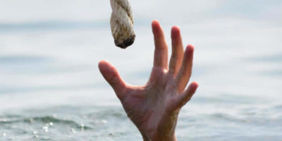 hand grabbing rope